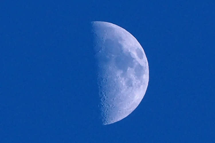 Moonpb190139